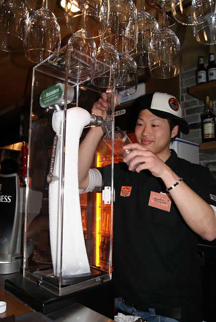 backstreet-brewery_beer-server_100519p-thumb-437x651-1959.jpg