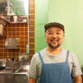 六本木のカレーの名店「FISH」が、新宿でたるたるジャパンによって復活。レシピや料理長を引き継ぎ、新たにディナータイムはインド風屋台を展開