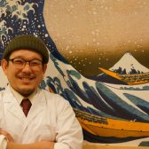 多数の居酒屋で研鑽を積んだ店主・武居佑真氏が三軒茶屋で独立。客がわがままを言える店とのコンセプトで居酒屋「三軒酒屋 あかんぼ」がオープン