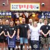 上野の人気店「クシヤキ酒場ヤリキ 上野総本店」の2店舗目「もつ焼 煮込み ヤリキ 上野支店」がオープン。メニュー数を増やし幅広い客層をキャッチ。メイン通りの象徴となる店舗を目指す