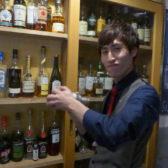 高田馬場にクラフトジンを気軽に楽しませる進化系バー「Bar hisaka」がオープン。自家製のドライフルーツとハーブを添え新しいジンの魅力を引き出す