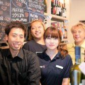 「ぶーみんVinum」のシェアハピネス最新店舗、中央区入船の「Stand B.V.」がプレオープン中。スタンド型の省オペレーション業態、カウンターから会話が生まれる地域の集会所を目指す