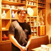 ニュー新橋ビルに「小籠包と焼餃子 粉オヤジ」が開業。ビブグルマンも獲得したツーオーダー餃子の「ギョウザマニア」天野氏の最新店舗は、餃子&小籠包のハイブリット業態