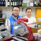 目白に「Tigelleria Gatari」が開業。「Tre Gatti」眞壁シェフの2店舗目は、エミリア・ロマーニャ州の手焼きパン、ティジェッラを核にした1日を通じて使える5坪のスタンド業態