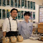 """新宿に角打ち「酒処 何方此方(どちこち)」が開業。旅行雑誌「るるぶ」を発刊するJTBパブリッシングによる""""メディア型飲食店""""、月替わりで日本の地方にフューチャー"""